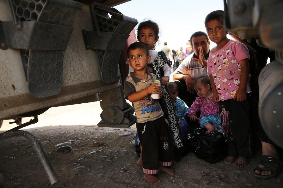 A partir da Síria, o ISIS começou a comandar ataques para expandir sua ocupação no território iraquiano. Dessa vez, eles contam com o apoio da população sunita no país, que vem sendo fortemente reprimida e discriminada pelos xiitas no poder. Fortemente armado, o grupo tem conseguido tomar várias cidades iraquianas utilizando, muitas vezes, recursos cruéis como execuções em massa e crucificações. (FOTO: Getty Images)