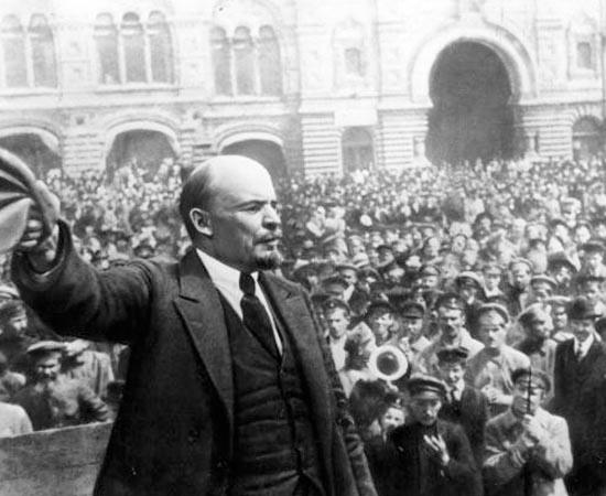 REVOLUÇÃO RUSSA - Estude sobre os boiardos, os bolcheviques, os mencheviques, a Revolução de 1908, o Domingo Sangrento, a Revolução de Fevereiro, a República da Duma, a Guarda Vermelha, o Conselho dos Comissários do Povo, o Exército Vermelho e o Stalinismo.