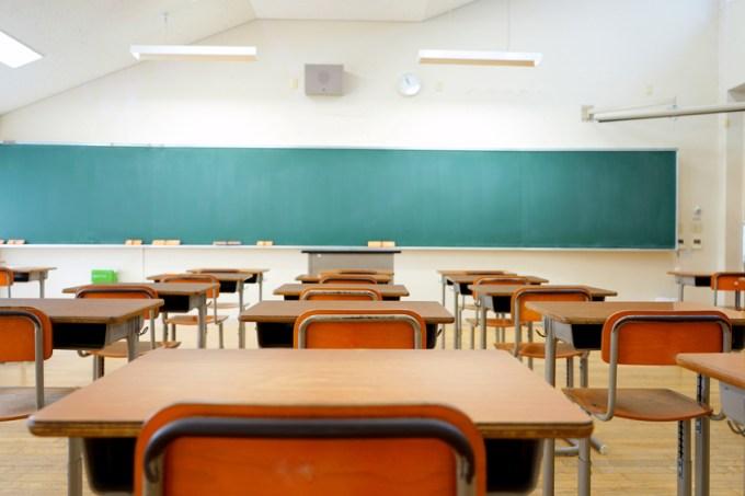 sala-aula-vazia.jpg
