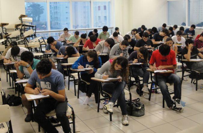 sala-prova-estudantes-exame.JPG