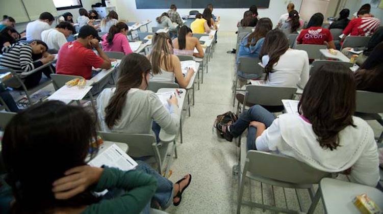 Estudantes tiveram cinco horas para solucionar os testes neste primeiro dia