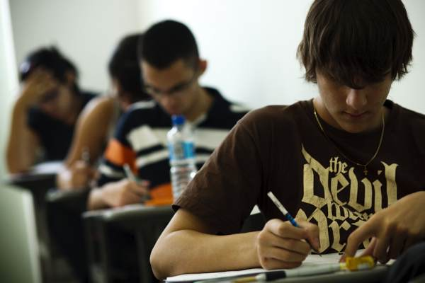 Para estudantes, cansaço foi considerado maior obstáculo da prova. Houve 180 questões e uma redação – mesma estrutura do Enem 'pra valer'