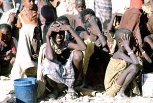 Somali_children_waiting2.jpg