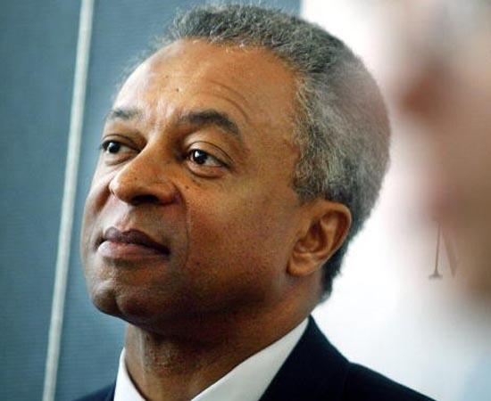 STANLEY O'NEAL - 2002.  Nunca antes um afro-americano tinha dirigido um grande banco de Wall Street. O'Neal assume o Merril Lynch e só se afasta em 2007, após a empresa perder mais de 8 bilhões de<br>dólares em créditos.