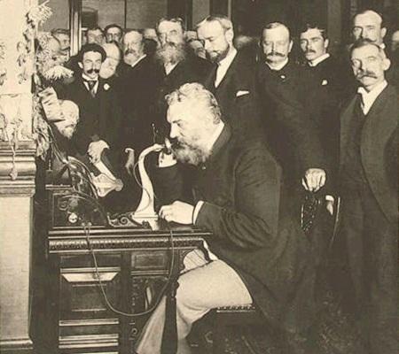 Em 1867, foi instalado o primeiro cabo telegráfico ligando a Grã-Bretanha aos Estados Unidos. O telefone veio nove anos mais tarde, produto do inventor americano Alexander Graham Bell. (Foto: Wikimedia Commons)