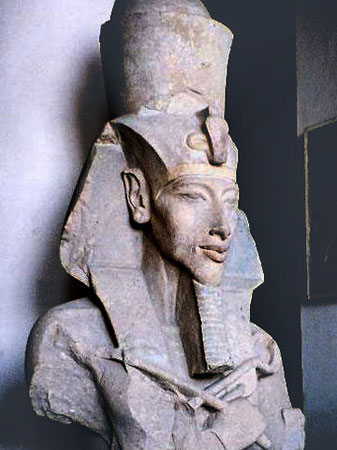 No século 14 a.C., o faraó Akenaton cometeu uma grande traição aos olhos de seus súditos: ele aboliu a antiga religião egípcia e seu panteão para determinar a adoração monoteísta a Aton e proclamar-se único representante dele. Imagem: Getty Images