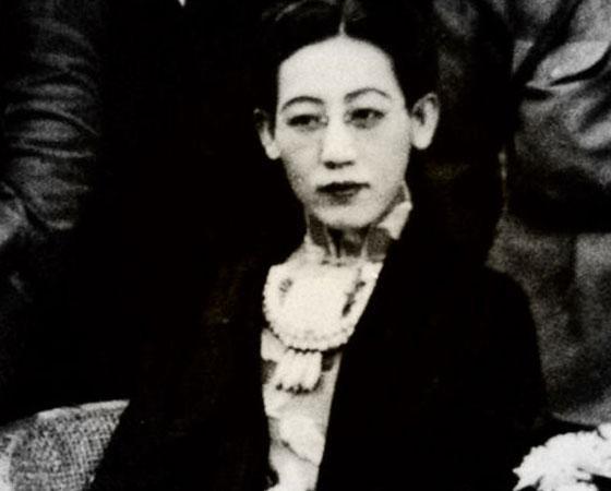 Jin Bihui foi espiã para o Japão na corte do último imperador da China, Pu Yi. Bela e inteligente, era amante do principal assessor militar do imperador. Gostava de usar roupas masculinas. Segundo uma versão, sofreu abuso sexual na infância. Foi executada como traidora pelo governo nacionalista chinês em 1948. Imagem: Getty Images