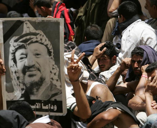 Yasser Arafat - Clique em Leia Mais e veja como o possível envenenamento do líder pode cair no vestibular.