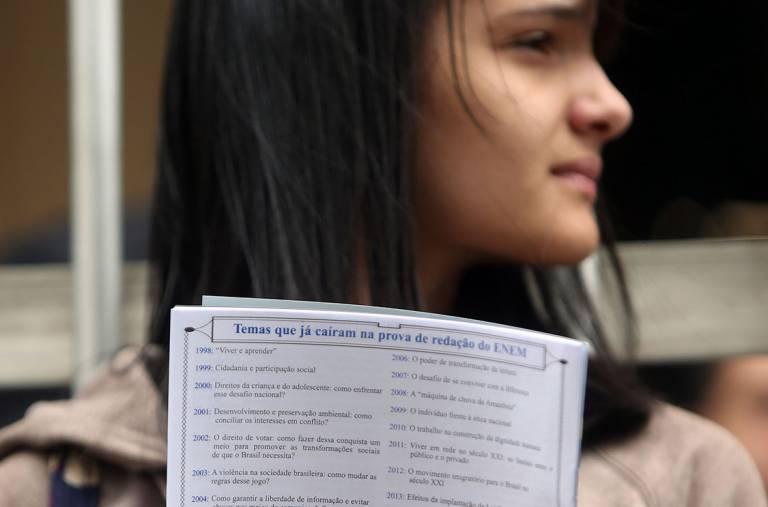 Estudante aguarda para realizar a prova do Enem, em São Paulo (Ricardo Matsukawa/VEJA.com)