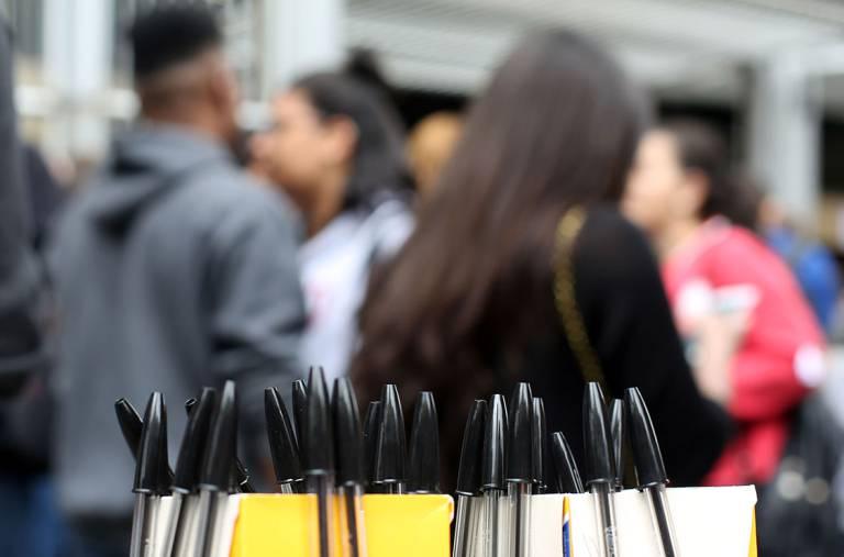 Estudantes aguardam para realizar a prova do Enem, em São Paulo (Ricardo Matsukawa)