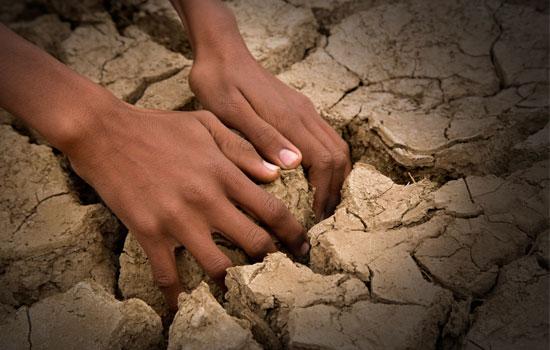 crianca-terra-seca