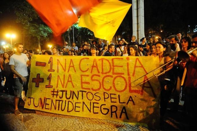 TS_protesto-moradores-do-Alemao-morte-de-crianca_20150408_0001-850×615