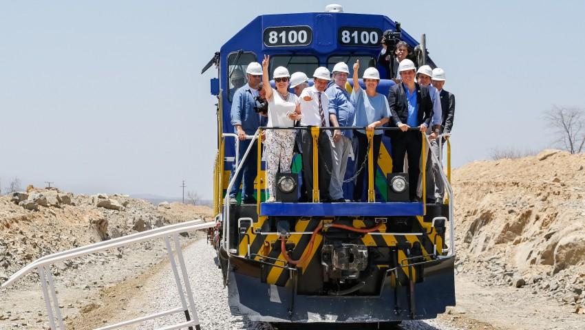 Dilma Roussef em obra de ferrovia