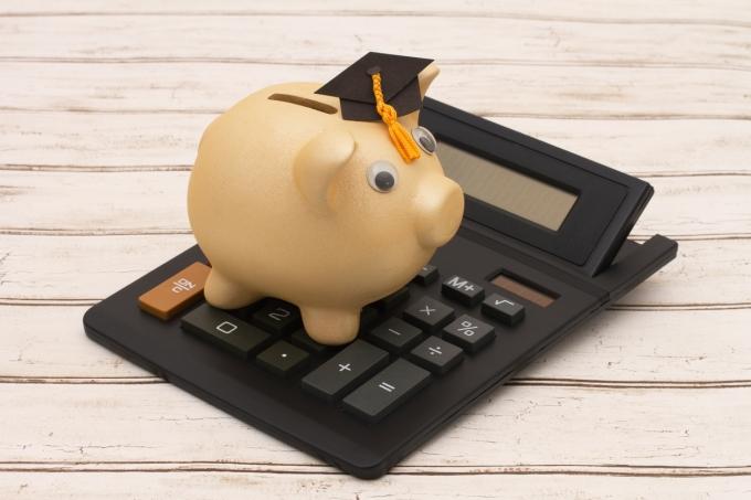 Estudar com pouco dinheiro