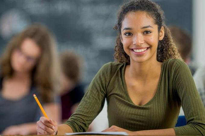 Estudante sorrindo