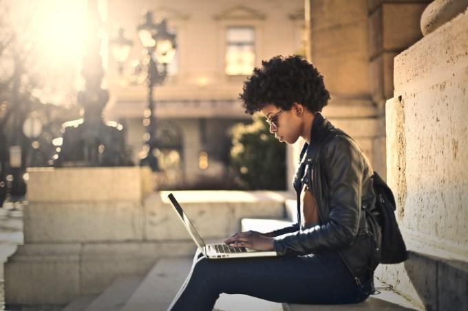 Estudante, aluna, laptop, estudando
