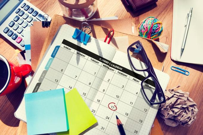 Mesa, estudos, cronograma, calendário, materiais, canetas