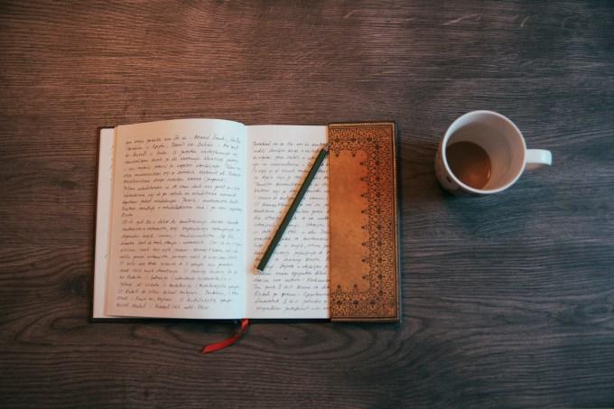 Caderno, café, escrever