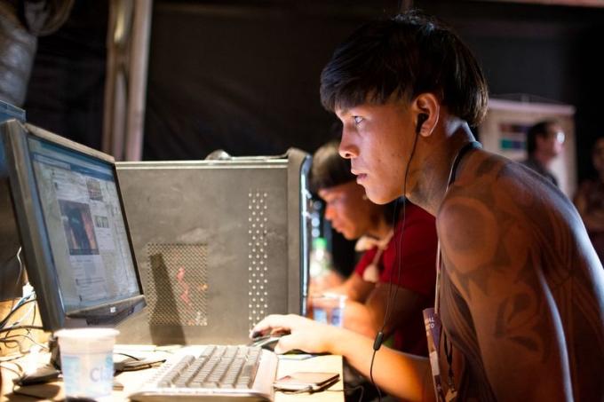 Indígenas participam de curso digital