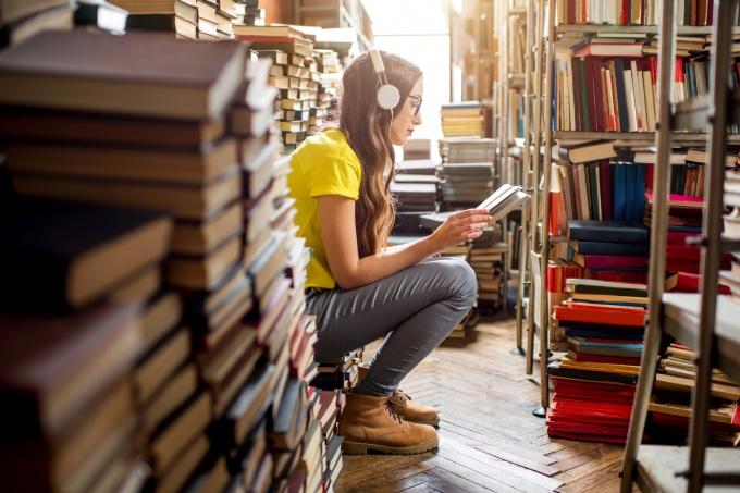 Estudando e ouvindo música