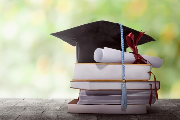 chapéu_graduação_livro