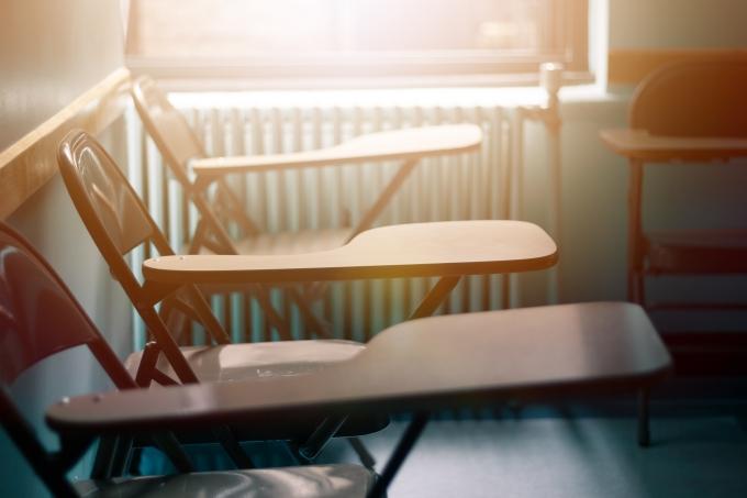 Cadeiras escolares, sala de aula