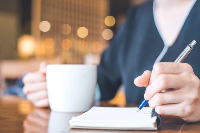 Estudo, anotações, caderno, caneta, café, xícara