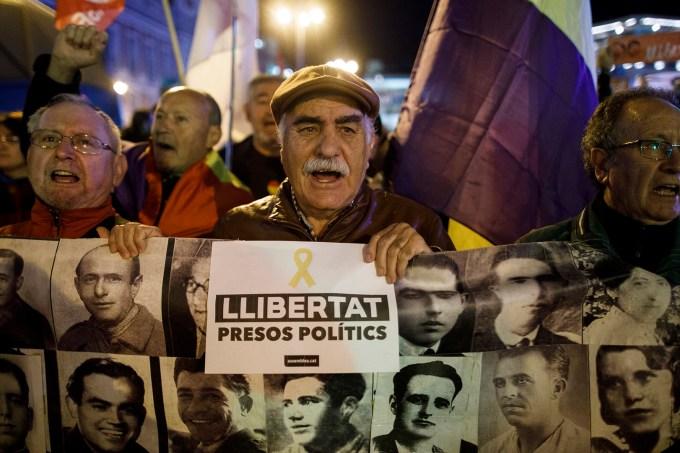 Protesto contra a prisão de líderes catalães