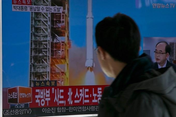 Televisão sul coreana reage a lançamento de foguete da Coreia do Norte