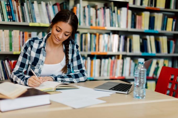 biblioteca-estudante-livros