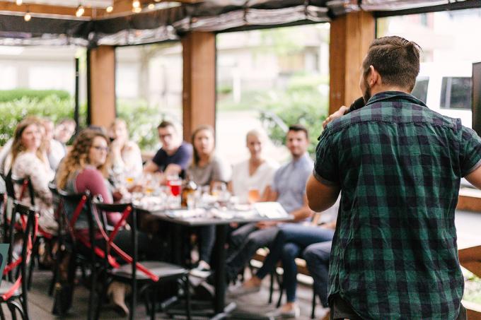 10 profissões para pessoas comunicativas e extrovertidas (facebook)