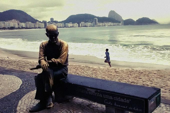 Carlos Drummond de Andrade biografia do poeta