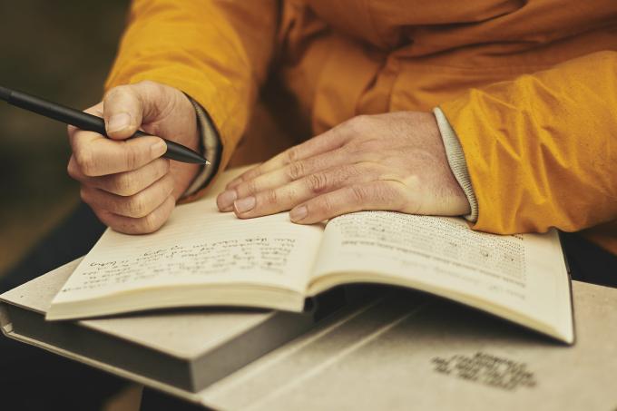 Escrever à mão nos torna mais inteligentes