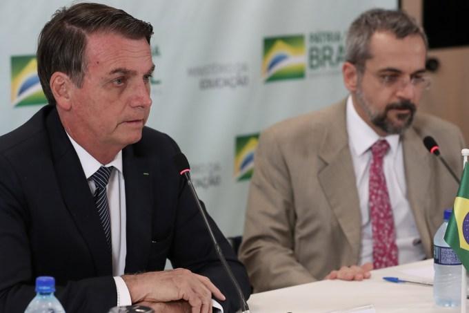 Bolsonaro aprovará medida para criar carteira estudantil digital