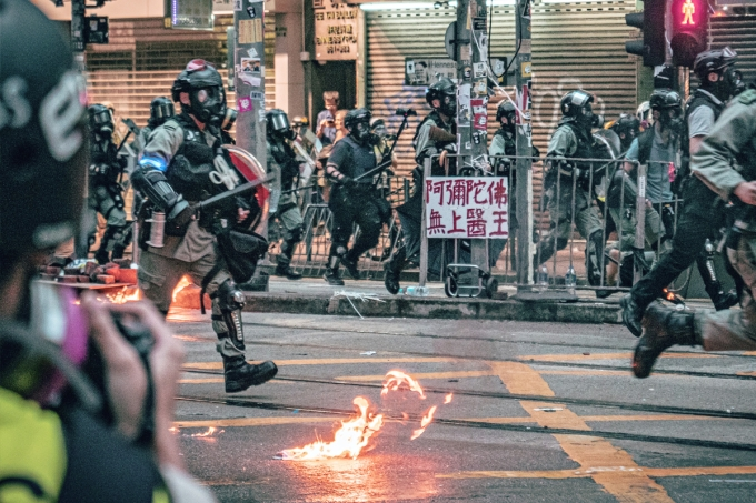 Qual a origem dos protestos de rua em Hong Kong?