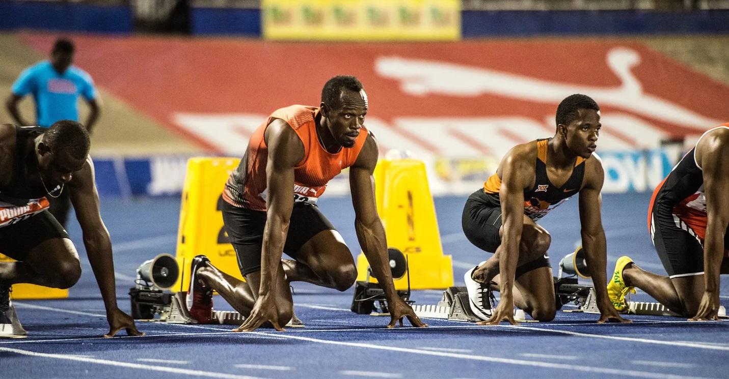 Usain Bolt se prepara para largar em um prova de corrida