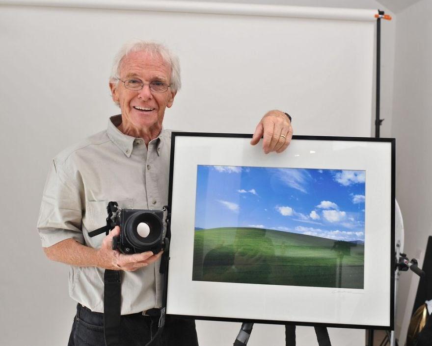 O autor da fotografia utilizada como o papel de parede padrão do Windows XP fez o registro enquanto dirigia a uma visita a sua esposa, na Califórnia