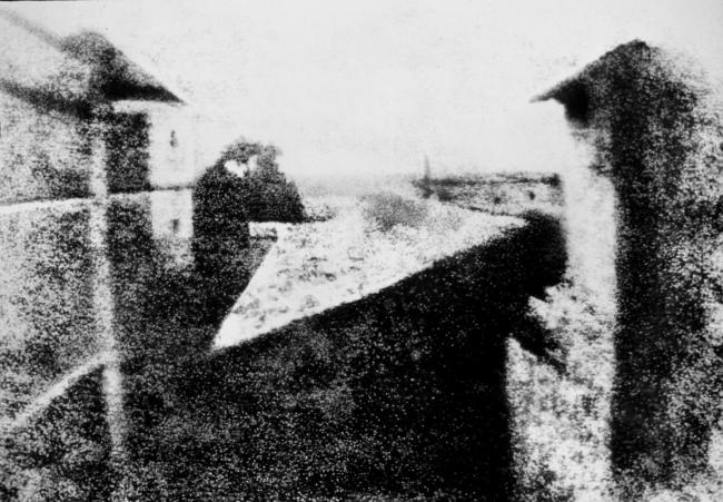 """Chamada de """"View from the window at Le Gras"""", é considerada a primeira fotografia da história"""