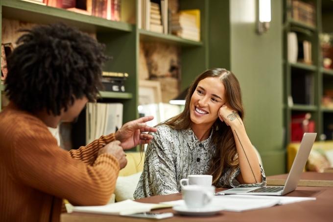 Como manter uma conversa interessante com 4 técnicas