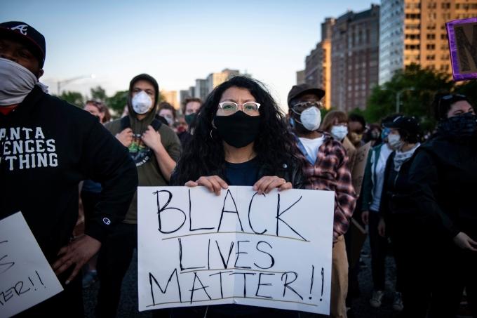 Em 2020, mesmo com o distanciamento social causado pela pandemia de covid-19, os protestos do #BlackLivesMatter ocorreram em várias partes do mundo