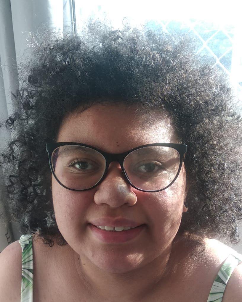 """""""A prova dá mais ou menos duas carteiras para conseguir manusear bem"""", conta a estudante Julia dos Santos"""