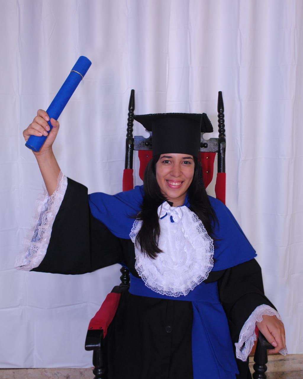 Jamile quando se formou em Ciências Biológicas na UFAL
