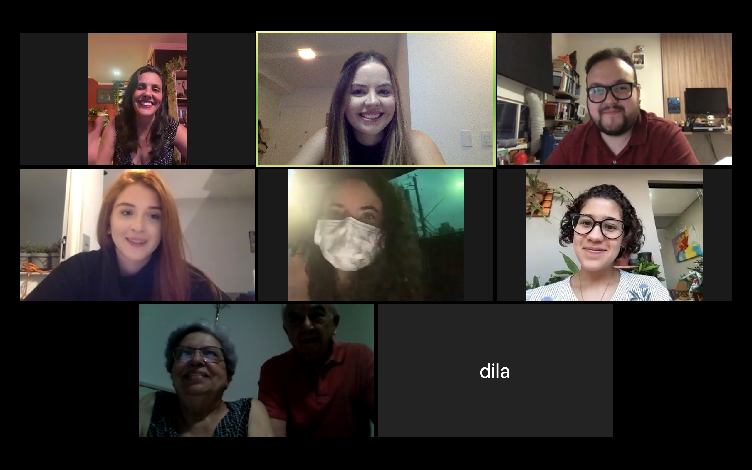 Captura de tela de uma ligação por vídeo em grupo. Lívia (ao centro, no topo), em sua apresentação de TCC do curso de RI, em 2020. A cerimônia foi online por causa da pandemia.