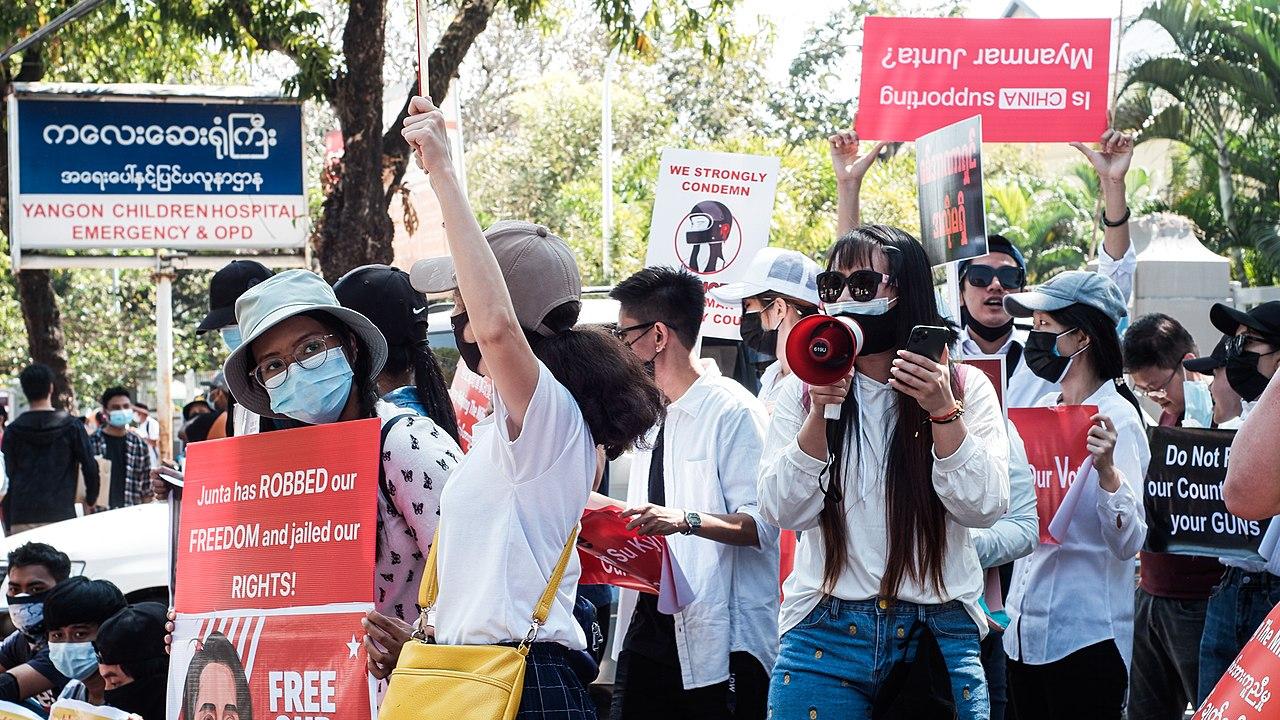 Manifestações pacíficas em Myanmar