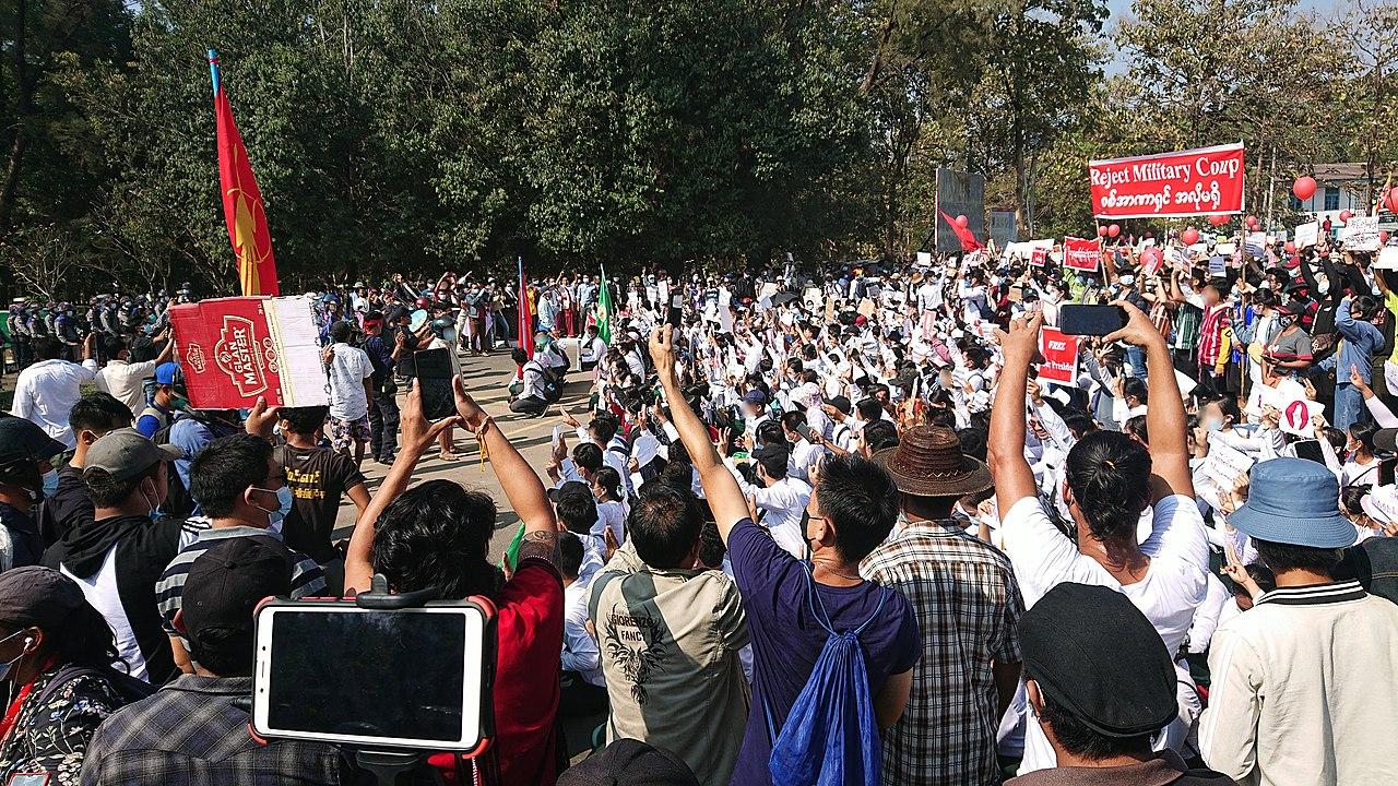 Protestos contra o regime militar em Myanmar
