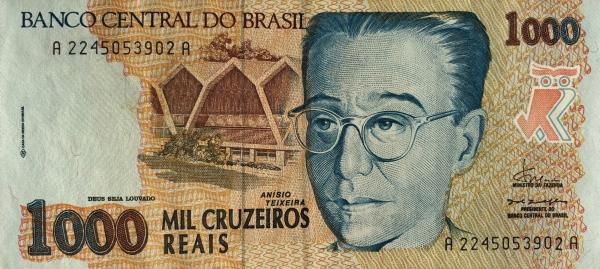 Em 1993, o presidente Itamar Franco criou o cruzeiro real para tentar controlar as altas taxas de inflação. Anísio Teixeira foi homenageado em uma das notas pelo seu trabalho na educação