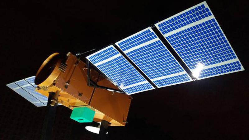 O primeiro satélite tem 4 metros de comprimento e pesa 640 kg