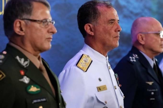 Os ex-comandantes do Exército (Edson Leal Pujol), da Marinha (Ilques Barbosa Junior) e da Aeronáutica (Antonio Carlos Moretti Bermudez)