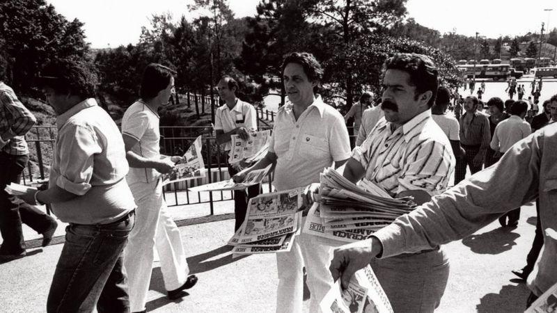 Lula e FHC fizeram panfletagem juntos em frente a sindicatos no ABC paulista em 1978