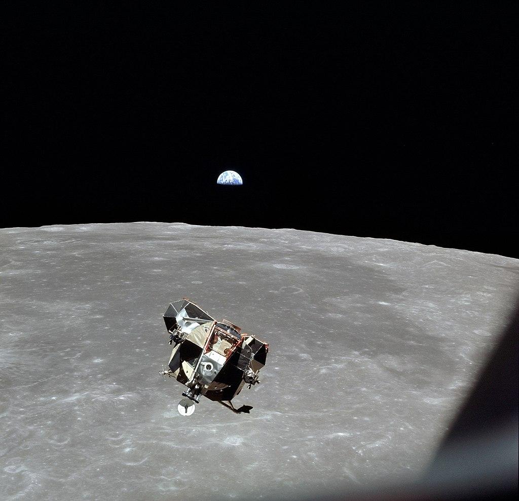 O Eagle voltando da superfície lunar.
